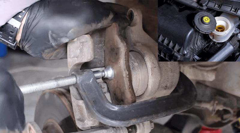 Fren hidrolik deposunun kapağını açın, balata ve mengene yardımıyla fren kaliper pistonunu içeri doğru itin