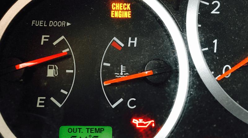 Motor yağ kontrol lambası uyarı ışığı kırmızıdır ve ağzından damlayan bir yağ tenekesi şeklinde resmedilmiştir.